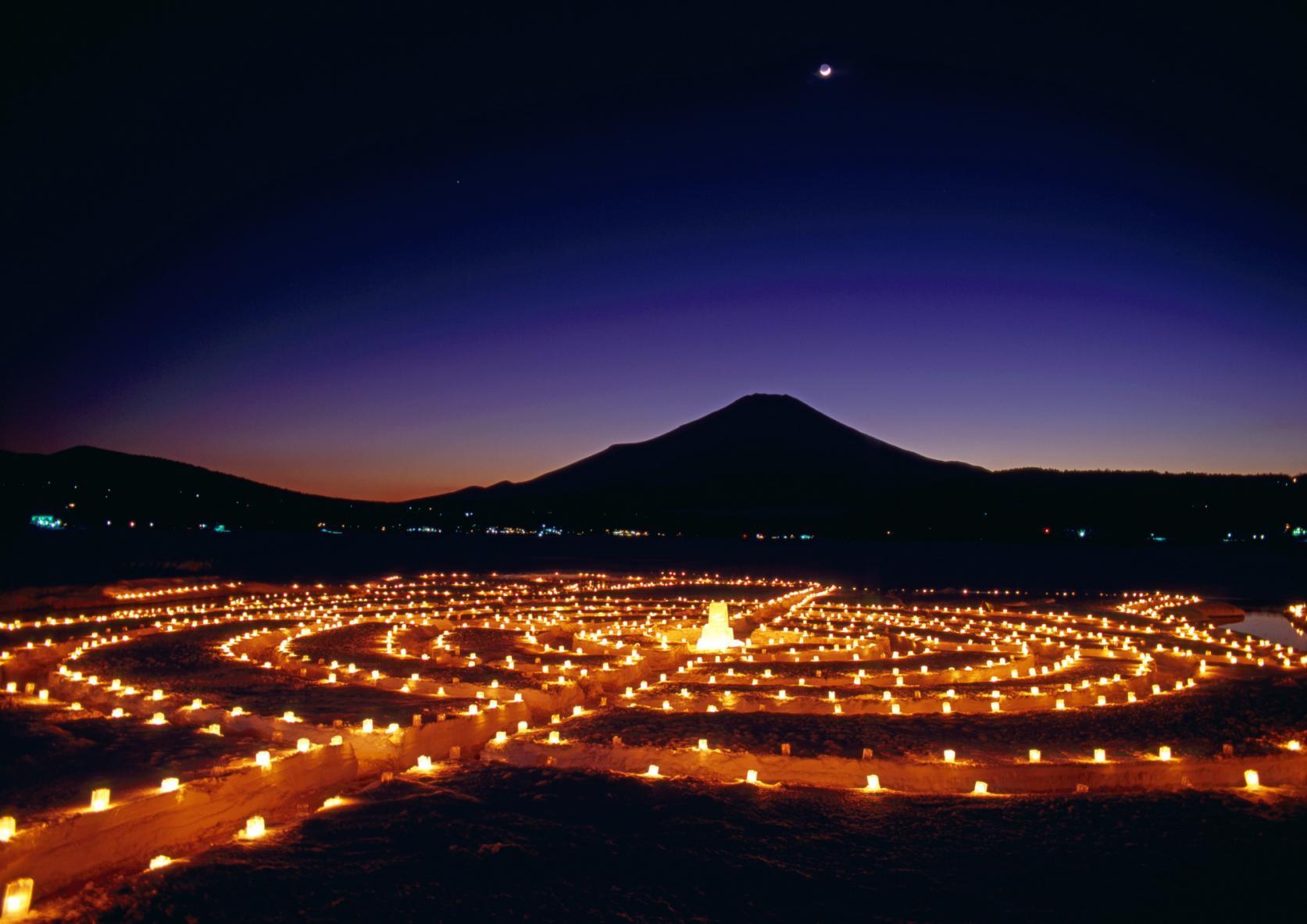 冬の夜空に煌めく 山中湖アイスキャンドルフェスティバル