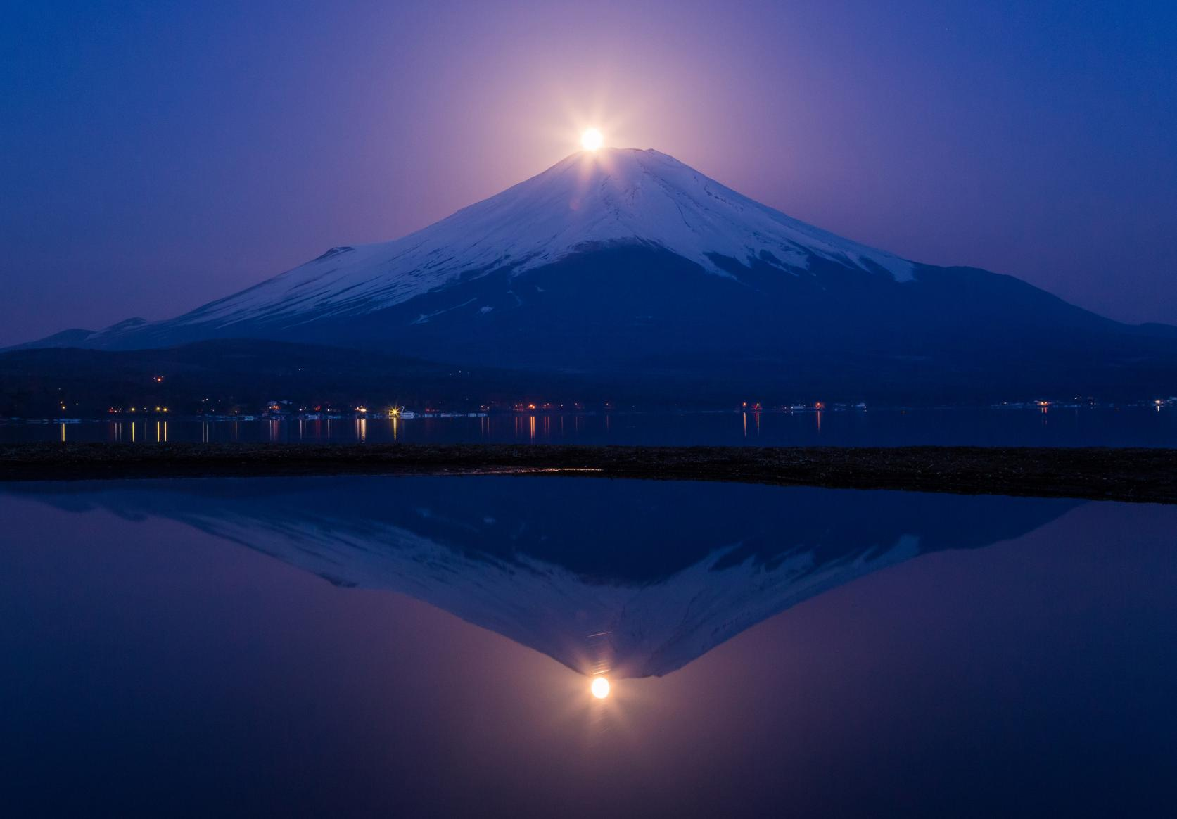 湖と富士山が織りなす四季折々の絶景-9