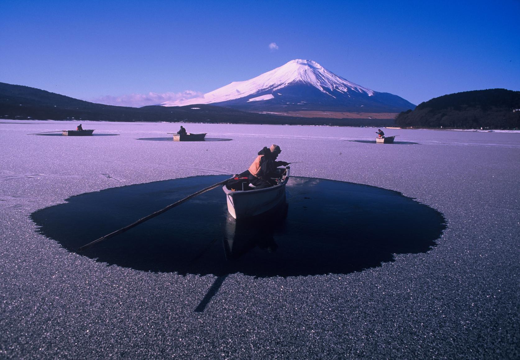 冬の名物!山中湖で獲れるワカサギ-3