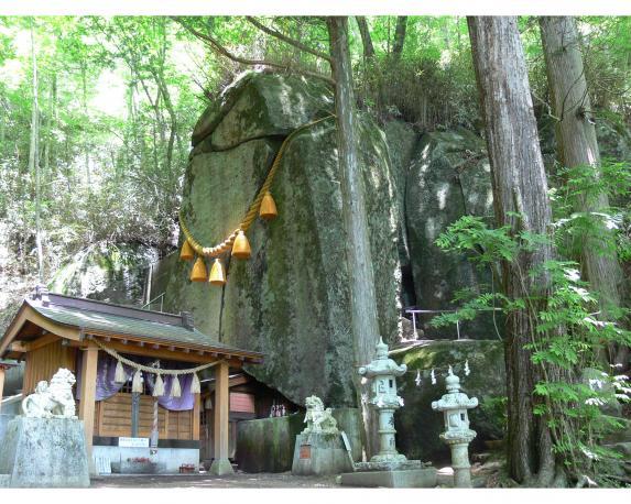 石割神社-0